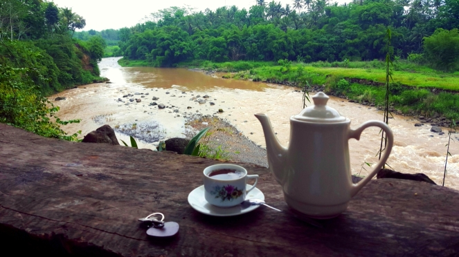 tea time with river view