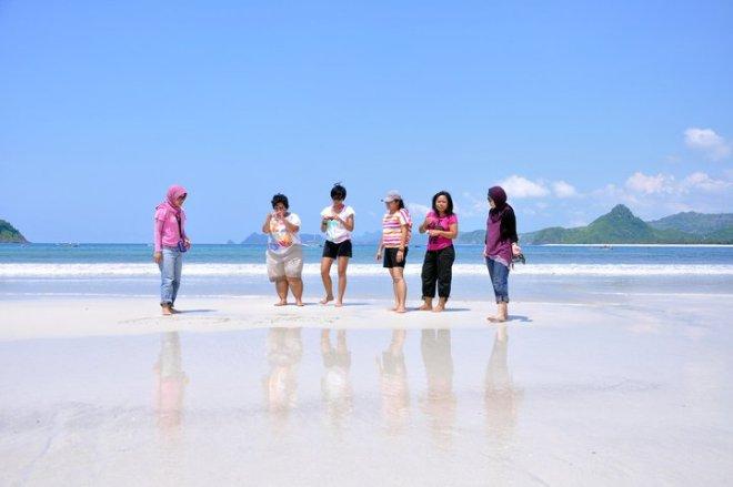 we love selong belanak beach
