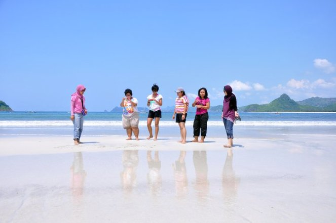 we love selong belanak beach