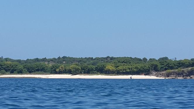 salah satu pantai di Lombok Timur dari atas perahu. mampir saja!