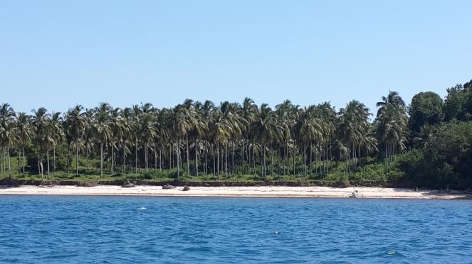 pulau berpasir putih itu Gili Sudak